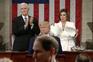 Democrata Nancy Pelosi rasga cópia do discurso de Trump