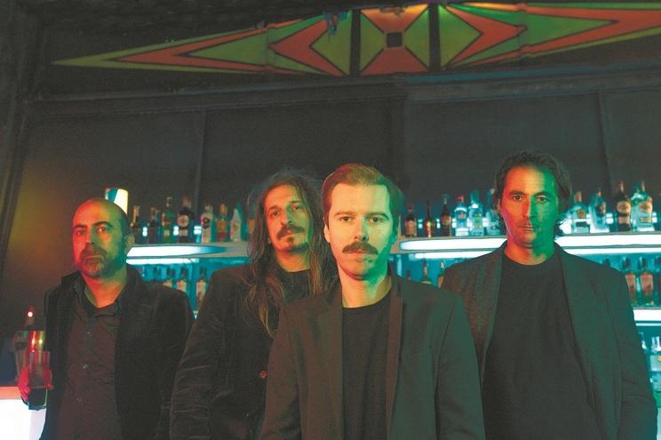 É o primeiro álbum da banda de Coimbra desde a morte de um dos fundadores, Bruno Simões, em 2016
