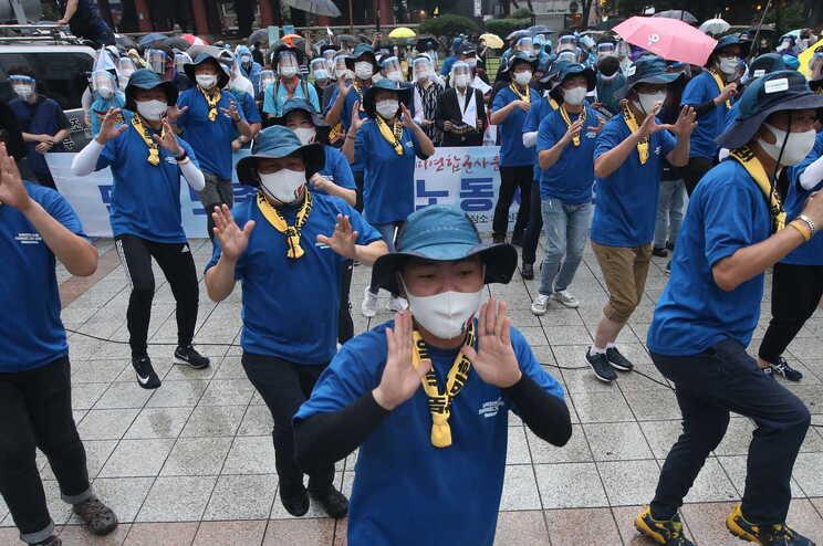 Coreia do Sul endurece medidas após recorde de casos de covid-19
