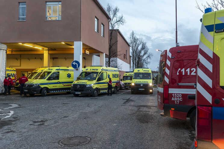 Hospital diz que se verifica novamente um aumento de doentes internados em enfermaria e que foram feitos