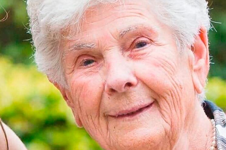 Os heróis têm nome: Suzanne Hoylaerts morreu aos 90 anos para ceder ventilador aos mais jovens