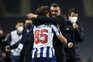 A alegria mais pura: Sérgio Conceição abraça filho após golo do F. C. Porto