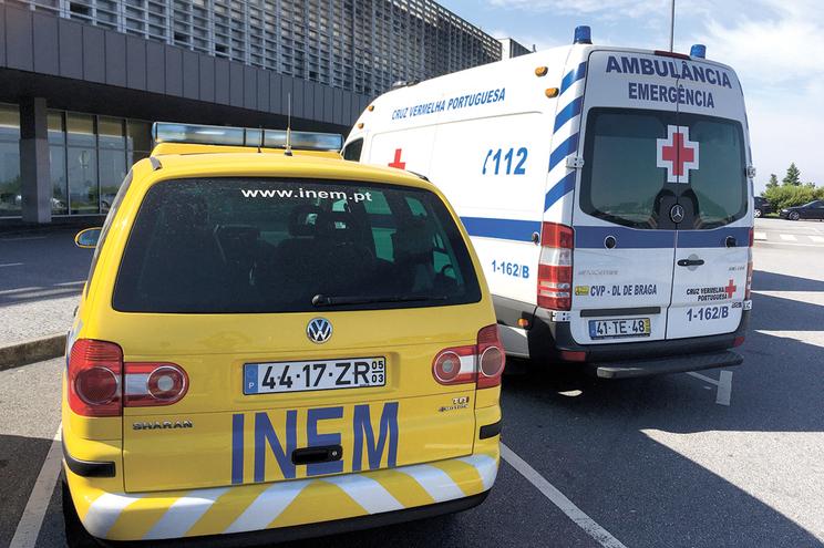 Equipa de psicólogos do INEM oriunda do Porto transportou a rapariga ao Hospital Central de Braga