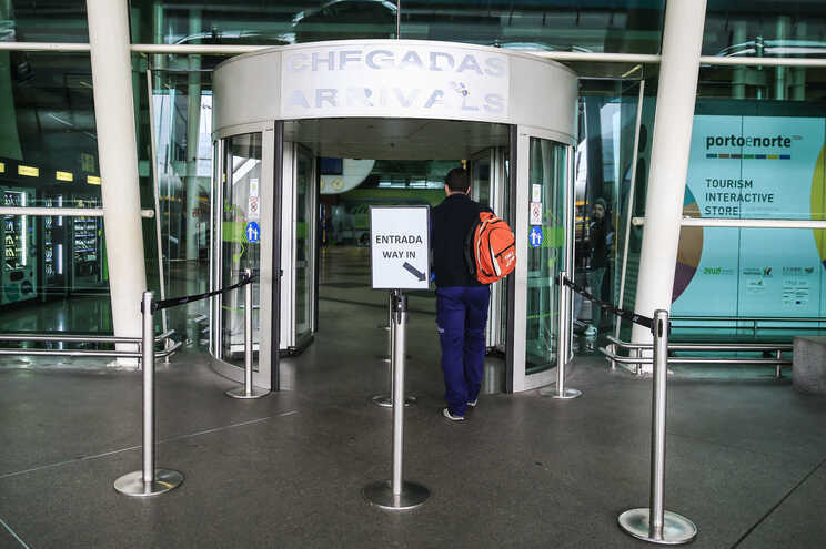 Um dos suspeitos foi detetado no Aeroporto Francisco Sá Carneiro, no Porto