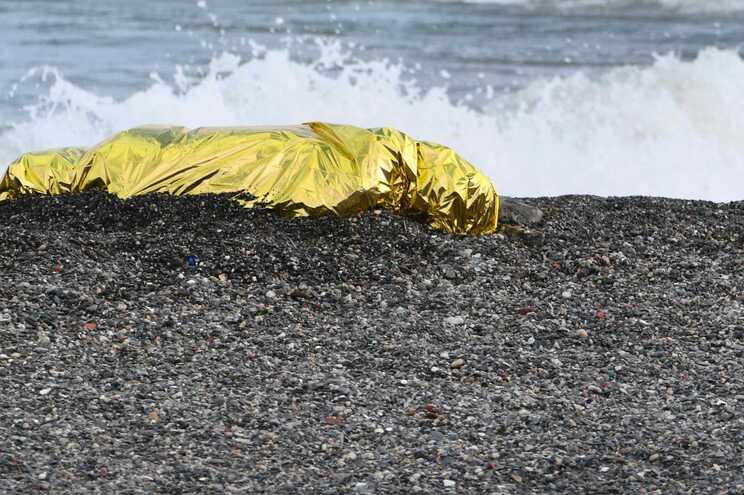Migrante afogou-se após ter sido obrigado a abandonar barco