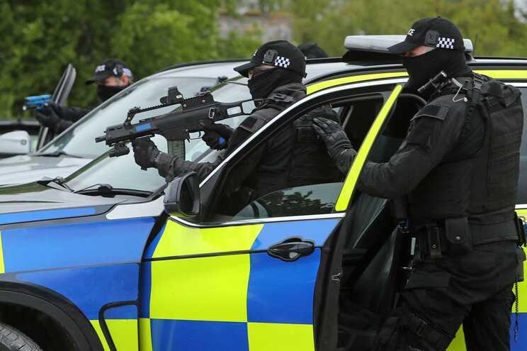 Um dos atiradores terá sido abatido pela polícia