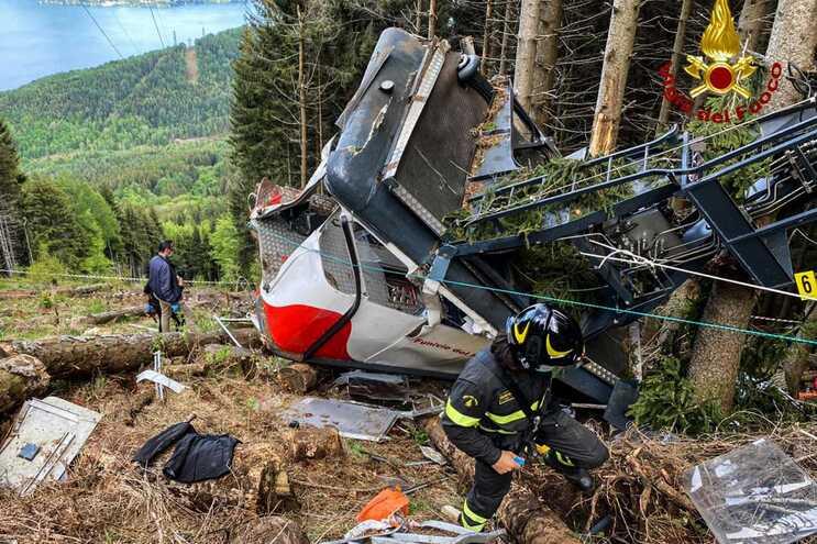 Catorze pessoas morreram na queda de um teleférico em Itália