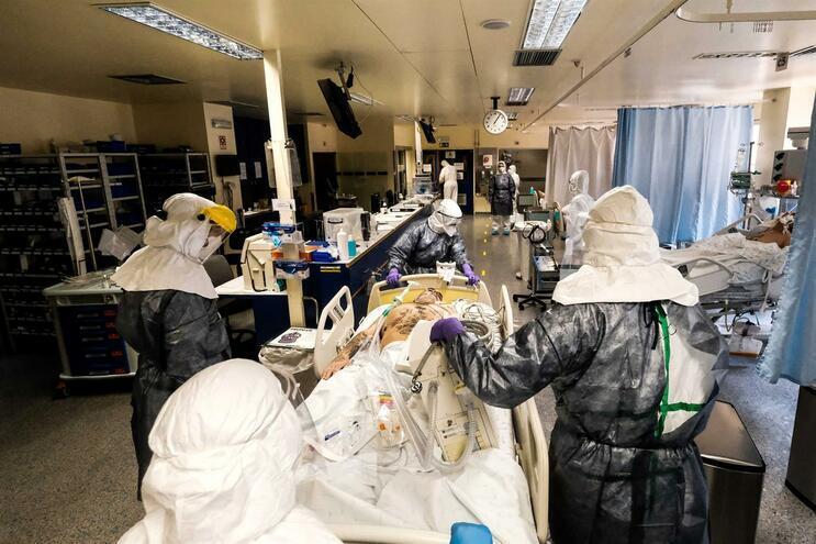 """""""Todos por quem cuida"""" oferece equipamento anti-contágio a hospitais"""