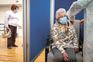Vacinação de idosos acamados está por definir e não avança já
