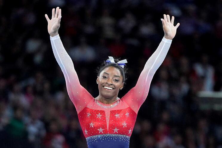 Simone Biles continua a fazer história na ginástica