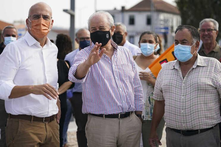 O presidente do PSD, Rui Rio (C), esteve em Freamunde na quarta-feira