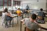 Cerca de 300 mil alunos do secundário voltam hoje às aulas