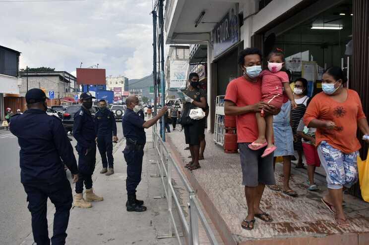 Polícias investigador por agressão a vendedor de cocos