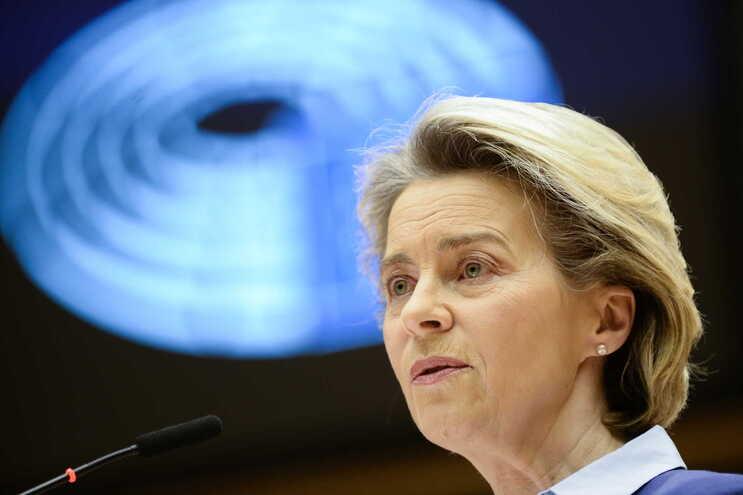 """UE foi """"demasiado otimista"""" sobre produção de vacina"""