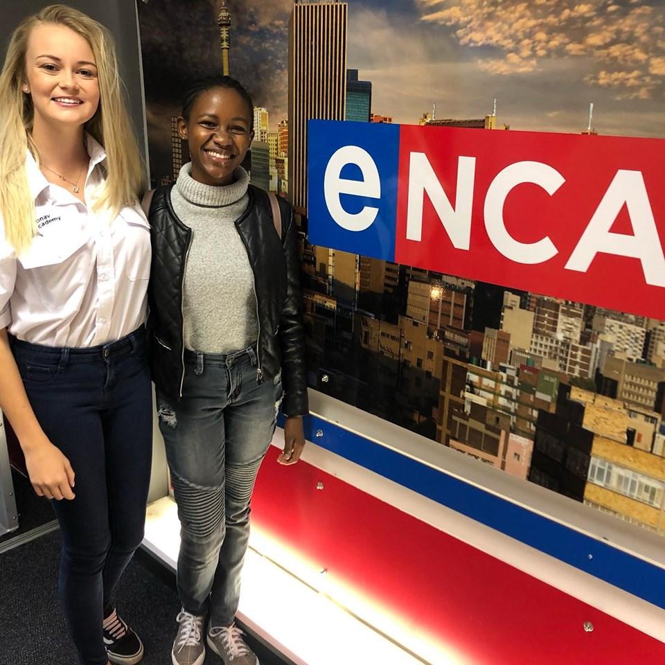 Megan Werner (Esquerda), Agnes Keamogetswe Seemela