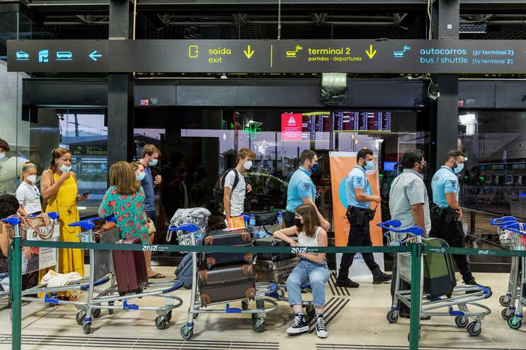 Viagens com destino ao estrangeiro caem 89,5% no 1.º trimestre