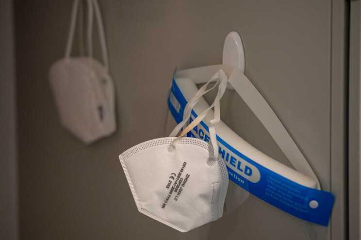 O debate sobre a eficácia dos diferentes tipos de máscaras de proteção respiratória foi reaberto nos