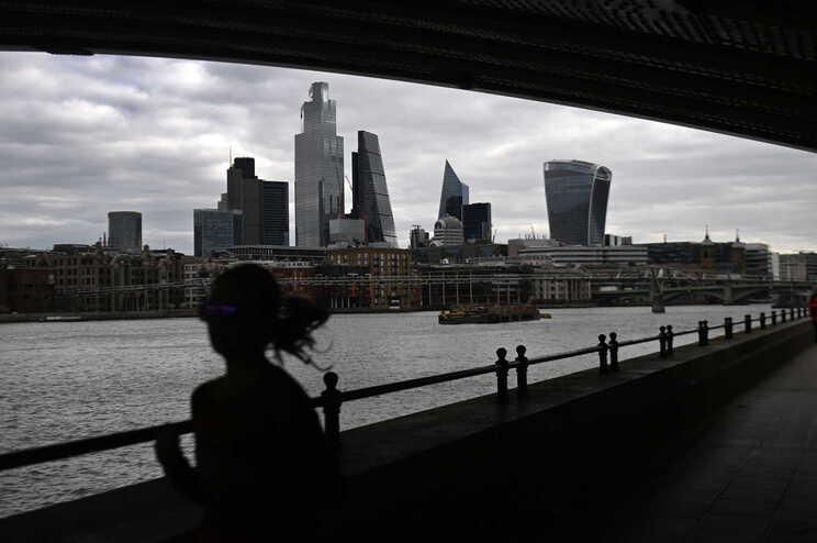 O total desde o início da pandemia no Reino Unido passou assim para 127.327 óbitos confirmados em 4.395703