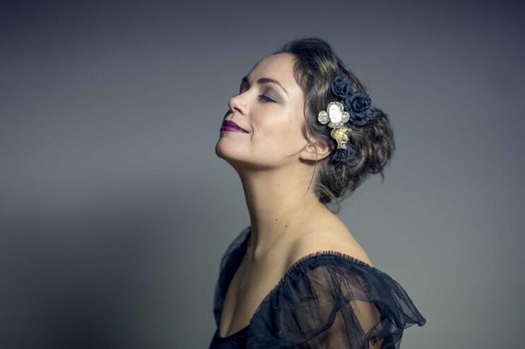 Joana Amendoeira é uma fadista portuguesa