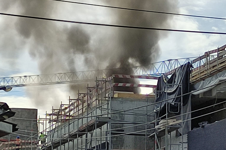 Bombeiros combatem incêndio no centro da Trofa