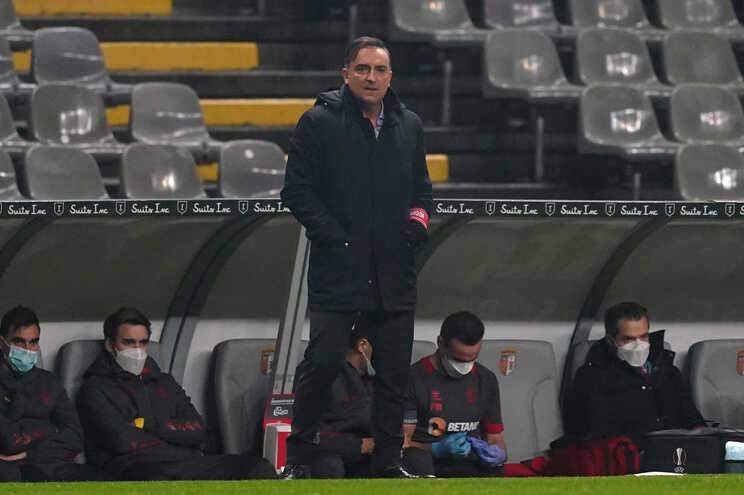 Carvalhal foi multado em 714 euros pela expulsão no jogo com o Sporting