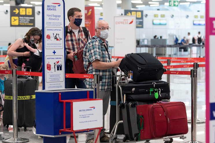 Desde de junho que todas as pessoas que cheguem ao Reino Unido do estrangeiro estão obrigadas a ficar