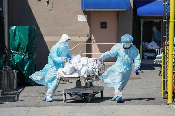 Números da pandemia têm sido particularmente gravosos nos EUA em novembro