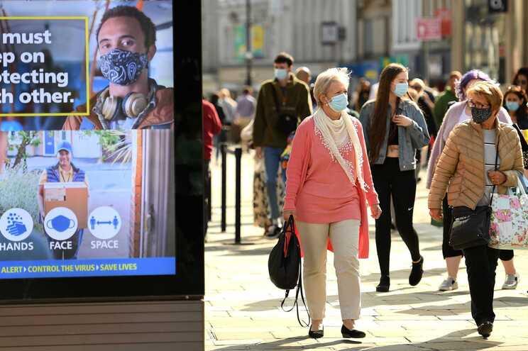 Covid-19 acelera no Reino Unido. 4368 novas infeções num dia