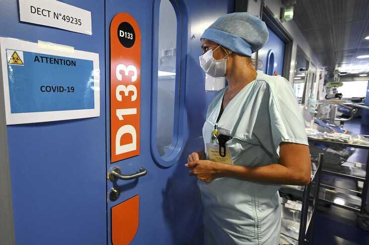 França tem mais de 1100 doentes nos cuidados intensivos