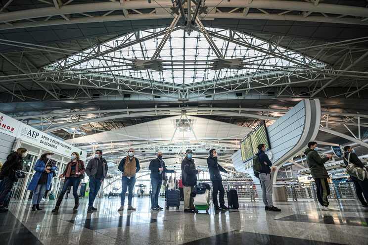 Portugueses estão a emigrar menos para Espanha
