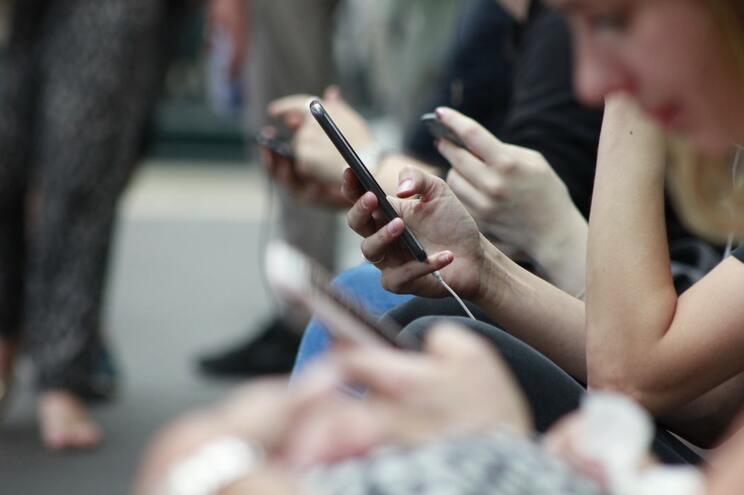 Passar muito tempo em frente a um ecrã tem impacto no comportamento dos jovens