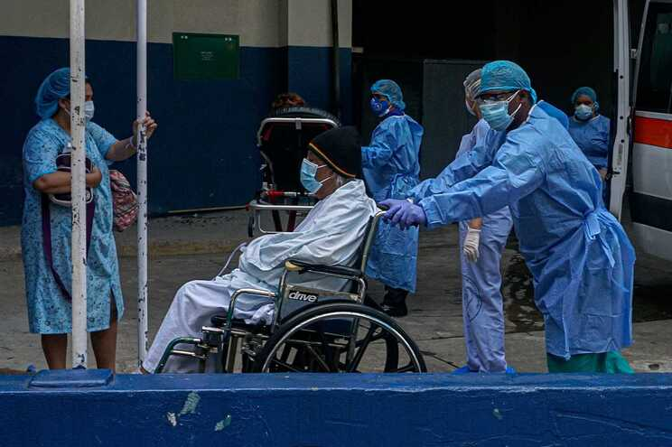 Morreram quase 29 mil pessoas infetadas com covid-19 em Espanha