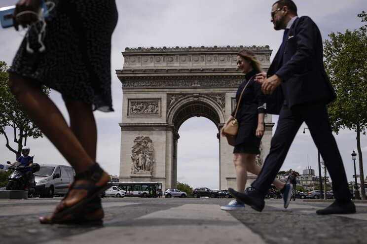Diminuir a poluição e devolver as ruas às pessoas são alguns dos objetivos da medida