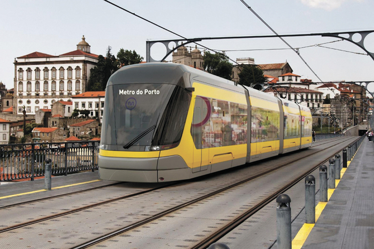 O concurso para a nova ponte sobre o Douro só será lançado após consignação das obras das linhas Rosa