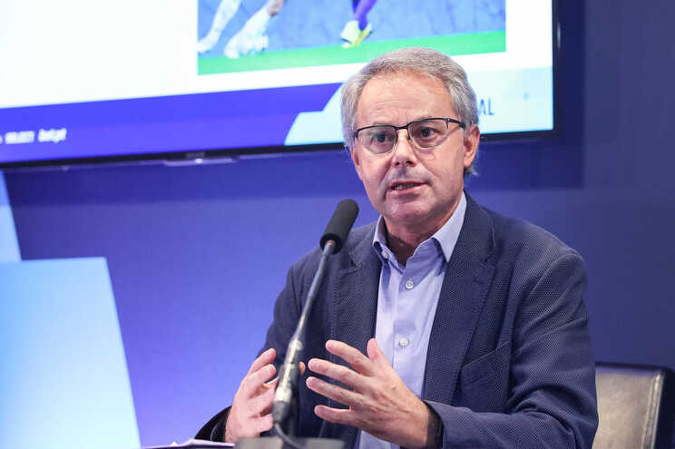 O pneumologista Filipe Froes, coordenador do gabinete de crise da covid-19 da Ordem dos Médicos pede