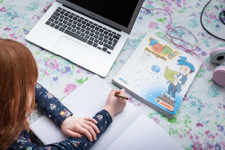 Professores notam desinteresse e desmotivação dos alunos com ensino online