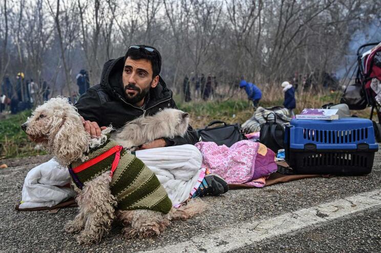 Entre 25 e 30 mil pessoas podem tentar chegar à Grécia