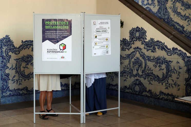 Menos afluência apesar dos apelos ao voto. Acompanhe ao minuto o dia das Autárquicas