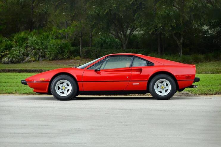 Burlões compravam carros de gama alta, incluindo Ferrari, e simulavam uma transferência bancária