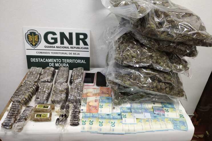 Prisão preventiva para casal apanhado com 11 mil doses de droga em Serpa