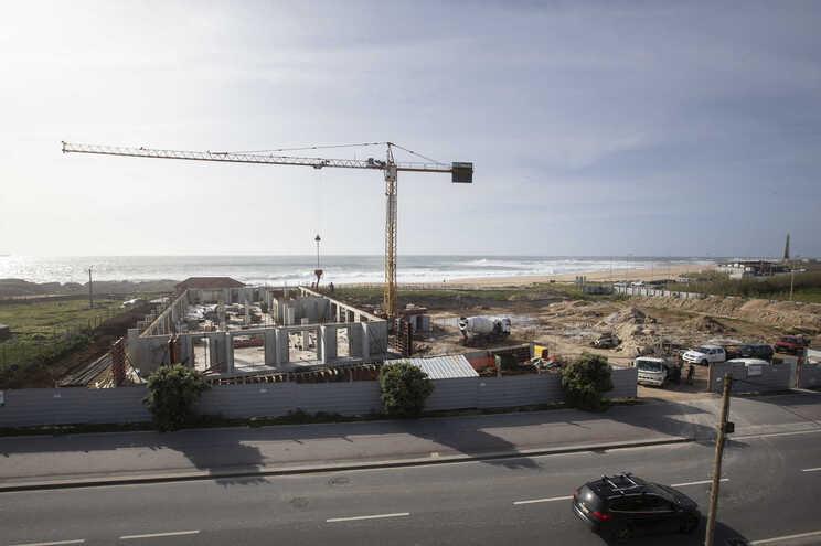 Construção nascia a cerca de cem metros do mar na praia da Memória, em Perafita, Matosinhos