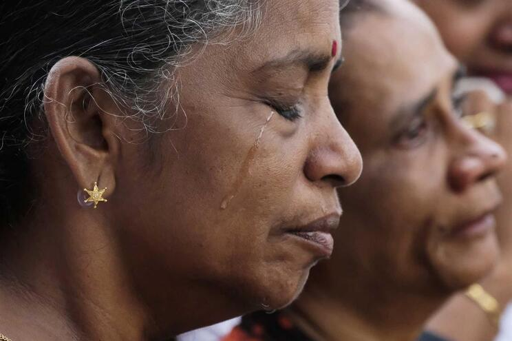 Presidente do Sri Lanka proíbe uso de roupa que tape o rosto