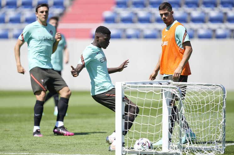 Nuno Mendes continua fora das opções devido a problemas musculares