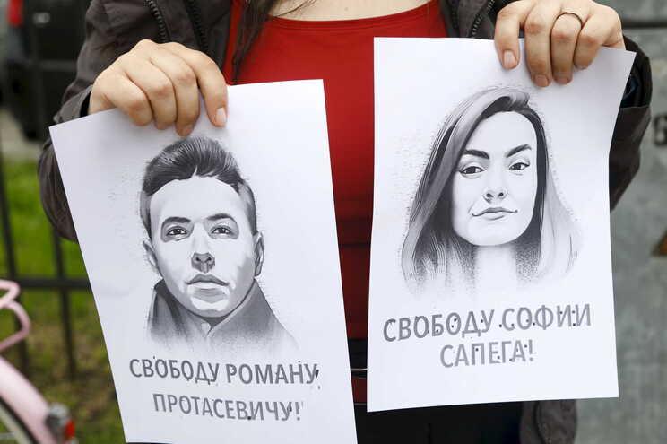Os retratos do jornalista Roman Protasevich e da namorada Sofia Sapega