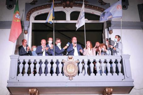 Victor Hugo Salgado subiu à varanda dos Paços do Concelho para o discurso triunfal