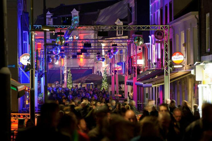 Stratumseind é a rua com maior concentração de bares em Eindhoven