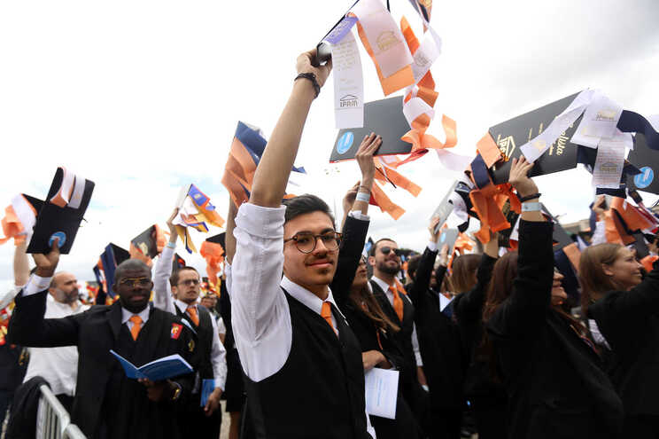 Estudantes escreveram a Manuel Heitor a pedir revogação do diploma