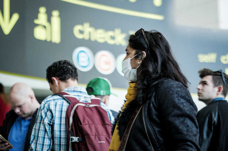 A suspensão temporária dos voos decorre da necessidade de controlar a propagação da pandemia de covid-19