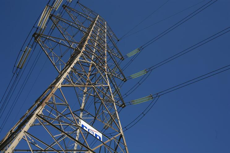 Acelerar investimento em renováveis para controlar preço da eletricidade
