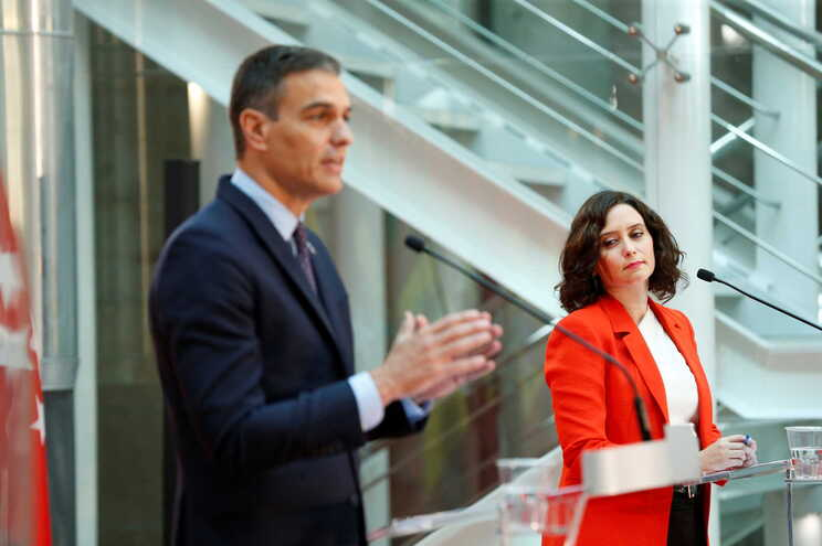 Primeiro-ministro espanhol, Pedro Sánchez, e Isabel Díaz Ayuso, presidente da Comunidade de Madrid